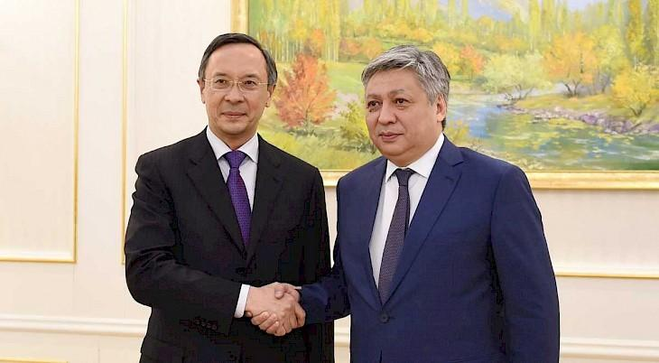 Kyrgyz and Kazakh FMs recognize need for early resolution of trade and economic issues